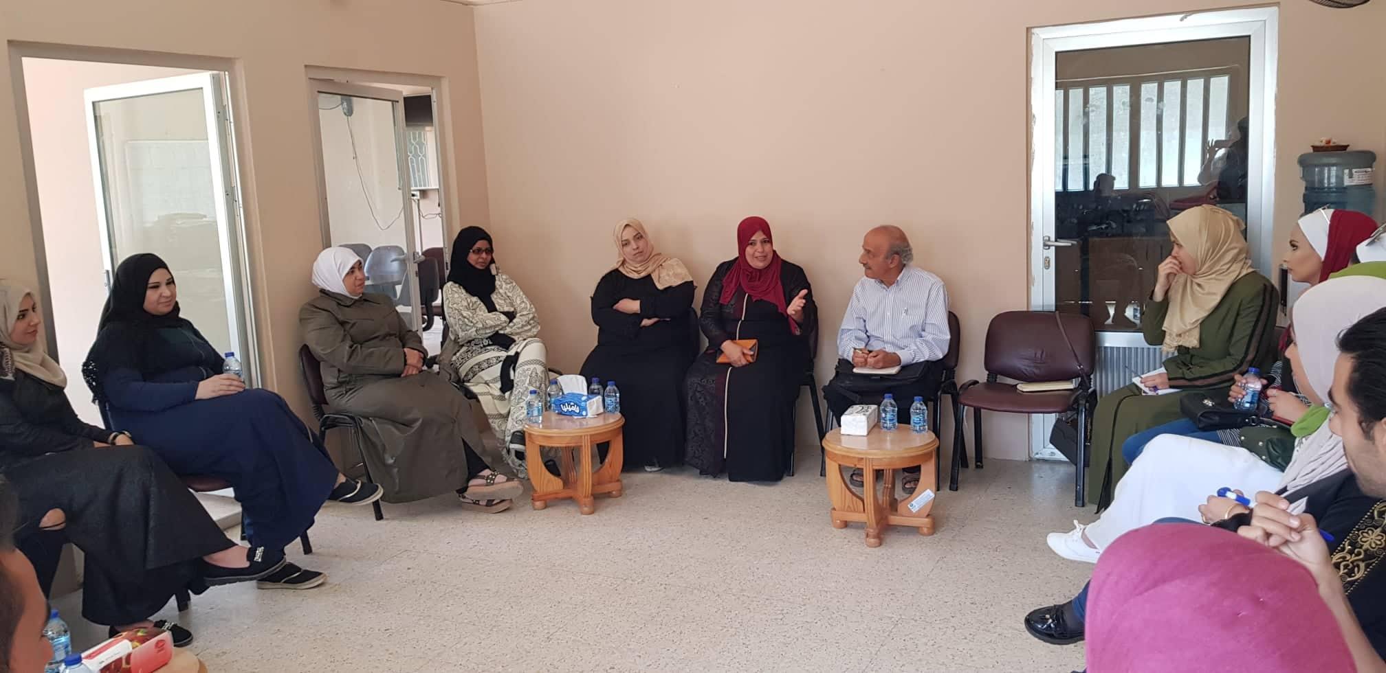 منير فاشة مع النساء في حيّ النزهة